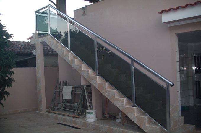 Guarda corpo para escada em alumínio e vidro